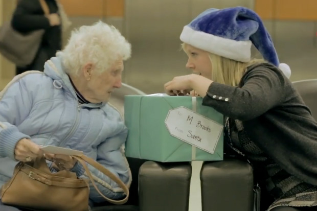 Airline Delivers Christmas Surprise to Passengers