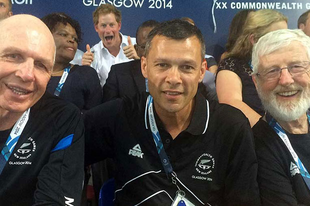 Prince Harry Photobombs New Zealand Team Photo At Commonwealth Games