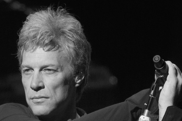 Undercover Bon Jovi surprises fans at a karaoke bar