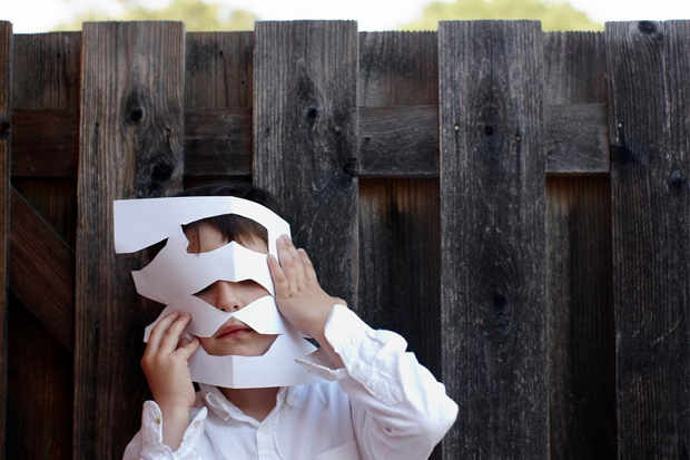 Father takes beautiful photographs to document child with Autism