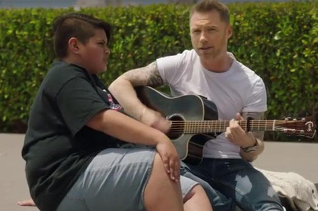 Ronan Keating teams up with Kiwi actor for Air NZ Christmas song