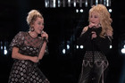 Dolly Parton and Miley Cyrus join together to perform 'Joelene'