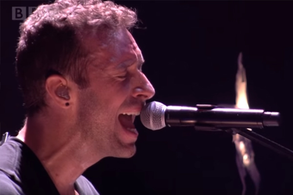 Coldplay perform 'Christmas Lights' live in 2014