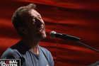 Coldplay's Chris Martin and Eddie Vedder of Pearl Jam sing Don't Dream It's Over
