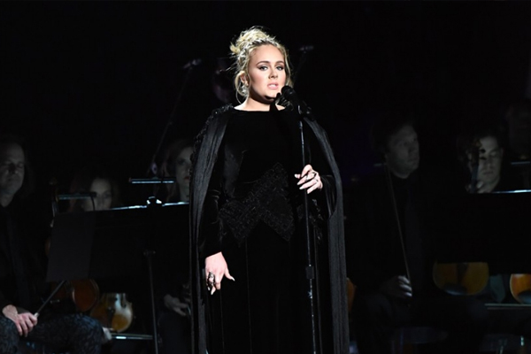 Adele stops her emotional George Michael Grammys tribute half way through